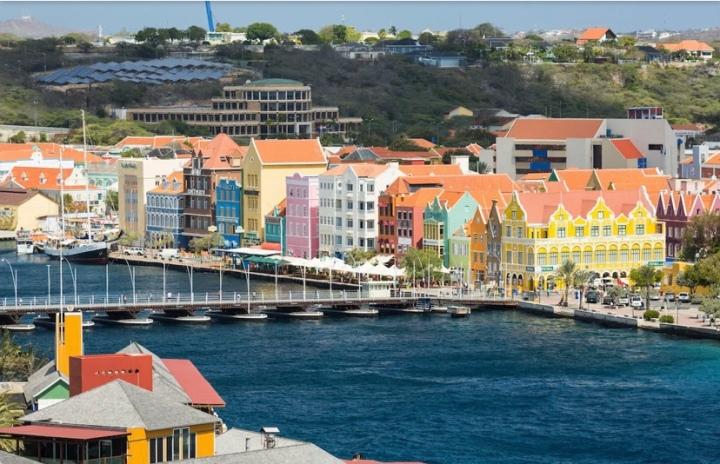 Steph's Travel Diary –Curacao